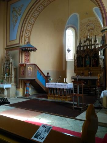 interiér kostela v Hartvíkově